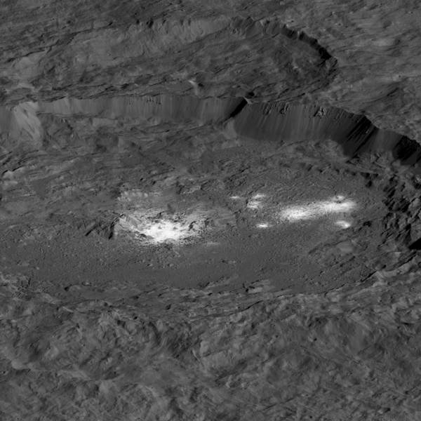 Dwarf Planet Ceres Thrills as a Dying Visitor Closes In